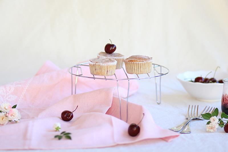 2_Cupcakes_cherry