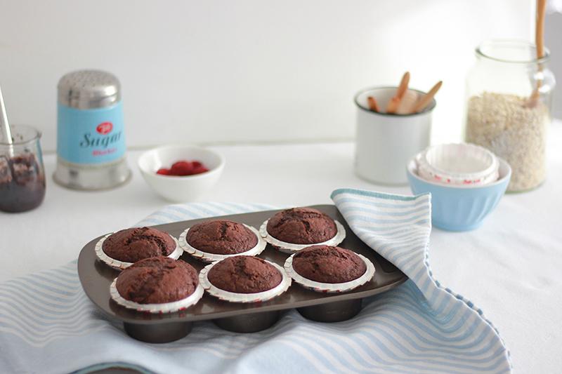 01_healthy_muffins_chocolate_raspberries
