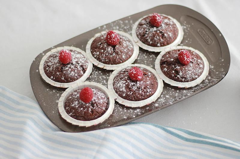 07_healthy_muffins_chocolate_raspberries